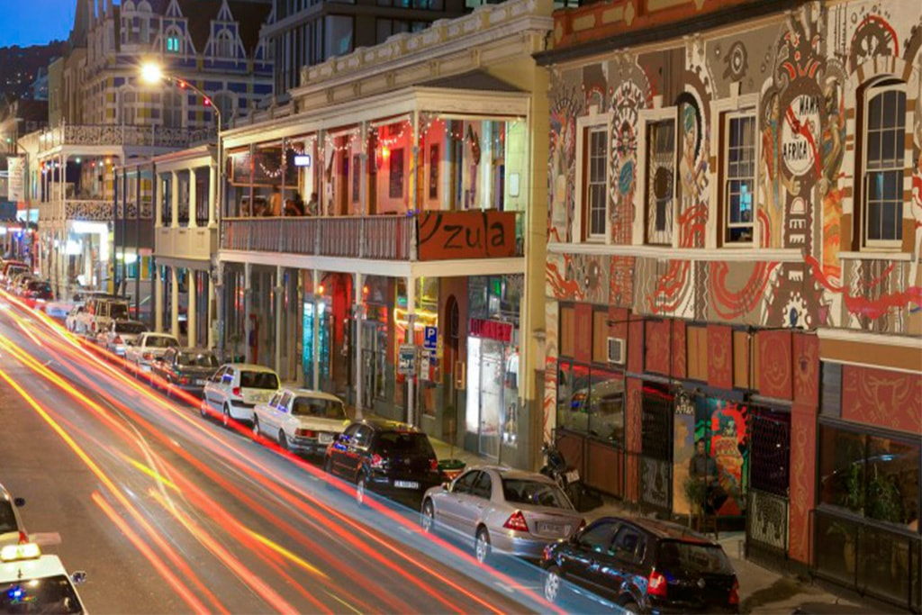Fachadas de casas en calle Long Street de Cape Town