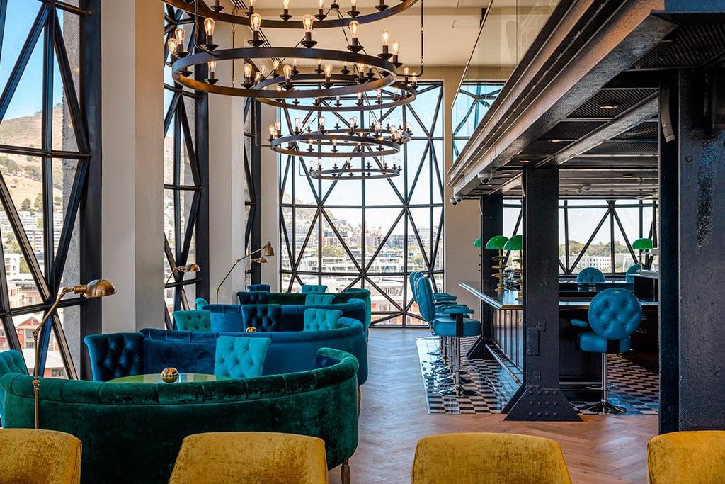 Bar en Piscina en Hotel The Silo en Cape Town
