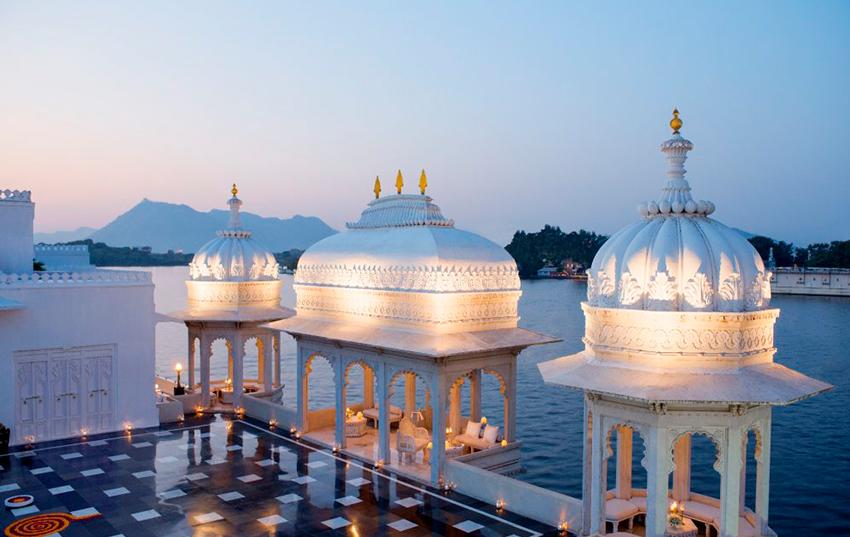 Hotel Oberoi Udaivilas terraza vistas al rio