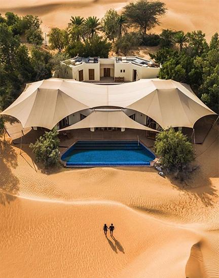 resort en desierto en Emiratos