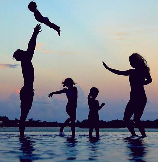 familia en playa